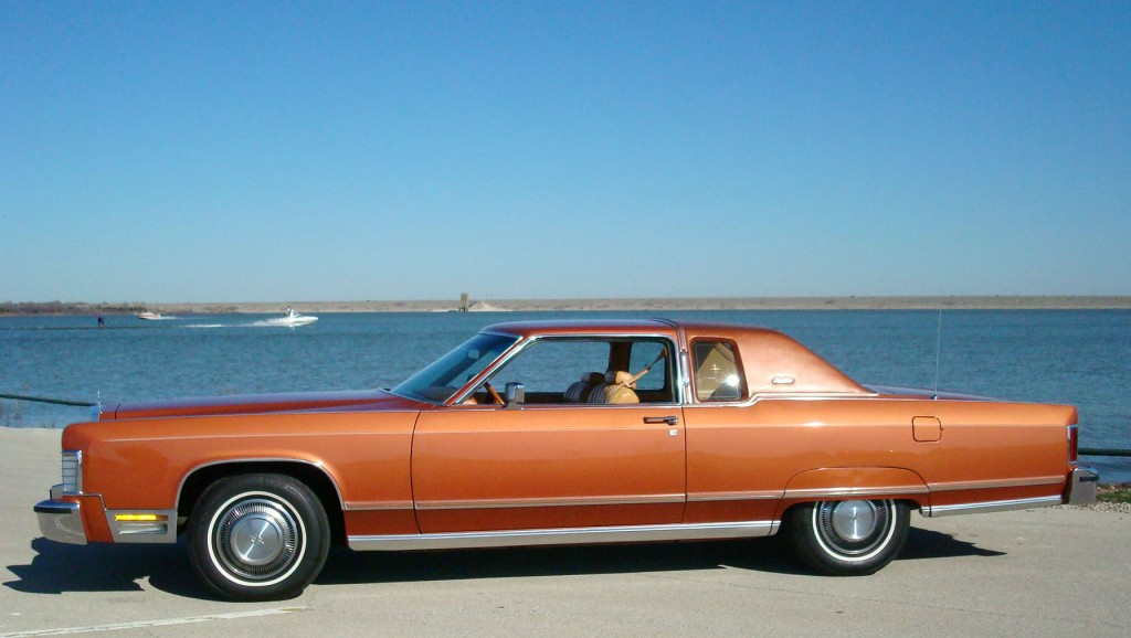 1991 Lincoln Continental coupe at Grapevine Lake